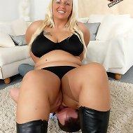Blonde chick sat on man\'s face
