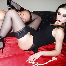Slave worship nyloned feet of mistress