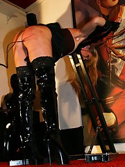 Hard torturing of a slavegirl
