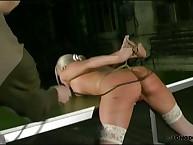 Blonde's difficile bondage besides whipping