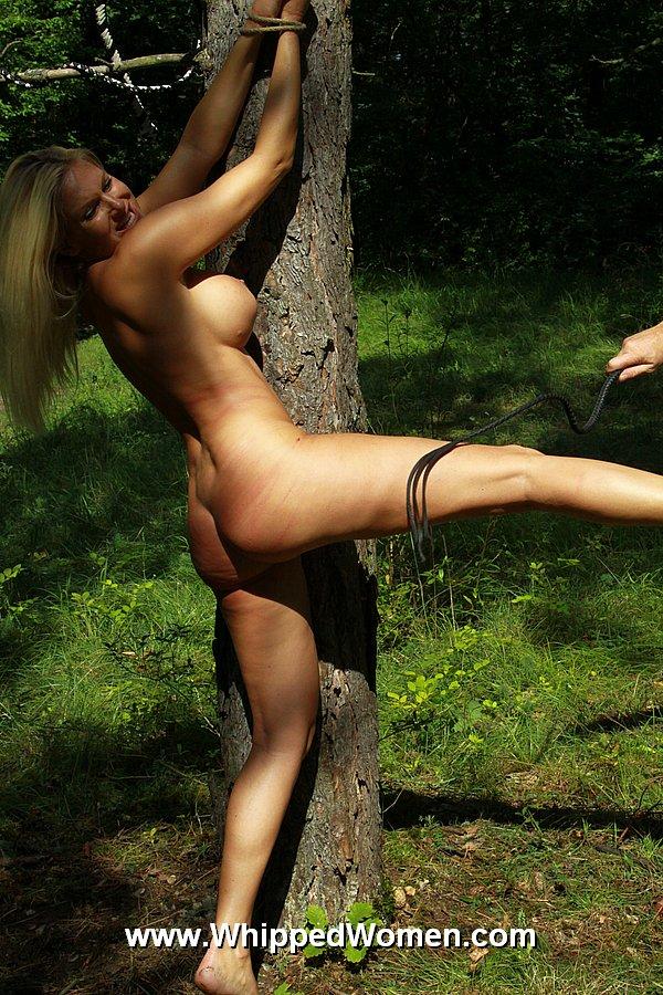 girls nude on a beach