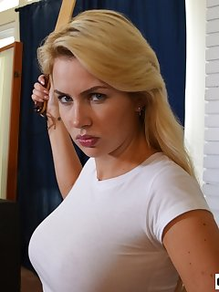 strap on busty femdom galerien