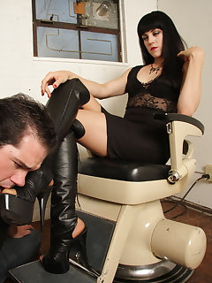 Femdom boot worship pictures